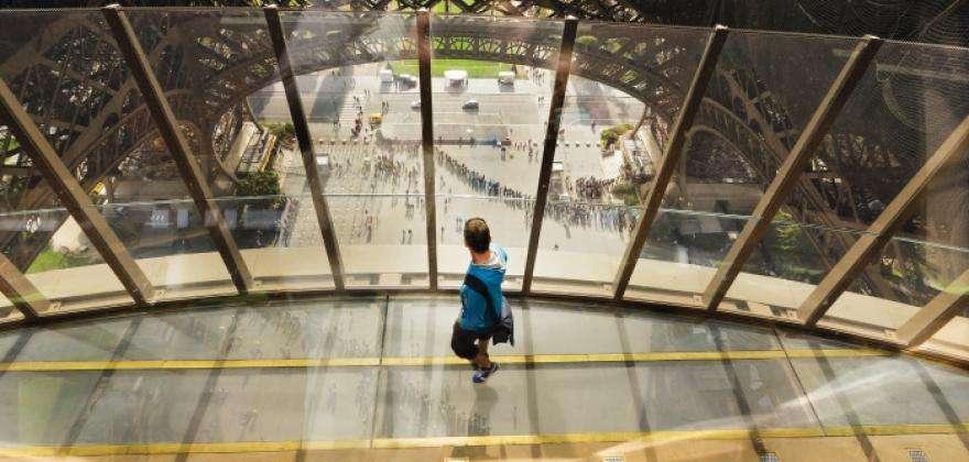 La Tour Eiffel et son premier étage transparent