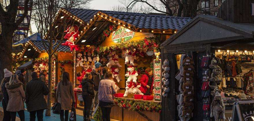 Spend a wonderful Christmas in Paris this year